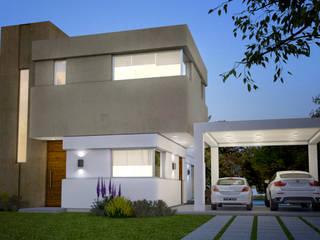 """Casa Hudson Lote 9:  de estilo {:asian=>""""asiático"""", :classic=>""""clásico"""", :colonial=>""""colonial"""", :country=>""""rural"""", :eclectic=>""""ecléctico"""", :industrial=>""""industrial"""", :mediterranean=>""""Mediterráneo"""", :minimalist=>""""minimalista"""", :modern=>""""moderno"""", :rustic=>""""rústico"""", :scandinavian=>""""escandinavo"""", :tropical=>""""""""} por CM Arquitectura,"""