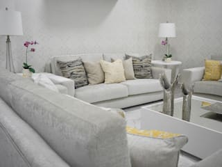Modern living room by Monica Saravia Modern