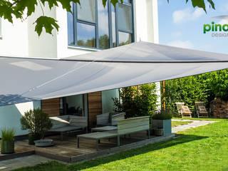 Pina GmbH - Sonnensegel Design Balcone, Veranda & Terrazza in stile moderno Grigio