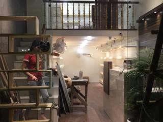 Triveni Store:  Commercial Spaces by SIUM DESIGN
