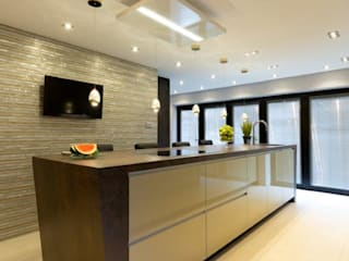 Mr & Mrs Sands Diane Berry Kitchens Built-in kitchens کاپر / کانسی / پیتل Amber/Gold