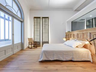 Bedroom by Lara Pujol  |  Interiorismo & Proyectos de diseño, Mediterranean