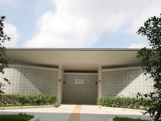 Школы в стиле модерн от 株式会社高野設計工房 Модерн