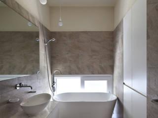 욕실 모던스타일 욕실 by 건축사사무소 모뉴멘타 모던 타일