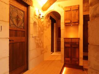 Pasillos, vestíbulos y escaleras de estilo mediterráneo de 株式会社アートカフェ Mediterráneo