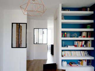 Rénovation d'un appartement Aix en Provence Couloir, entrée, escaliers modernes par Sarah Archi In' Moderne