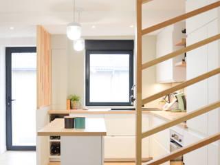 Scandinavian style kitchen by AL Intérieurs Scandinavian
