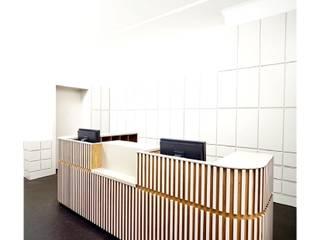 Praxis in Berlin:  Arbeitszimmer von h m r Holzmanufaktur Richter