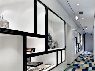 Fundação Carmona e Costa Paredes e pisos modernos por S3 Arquitectos Moderno