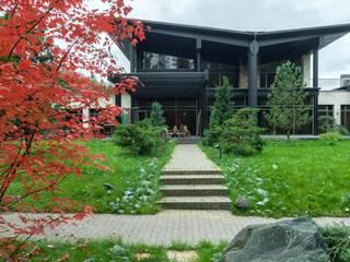 Wing house - современный загородный дом: Загородные дома в . Автор – Роман Леонидов - Архитектурное бюро