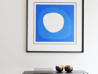Living room by Decoroom Ltd