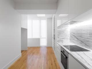 Cozinha luminosa e funcional: Cozinhas  por Padimat Design+Technic