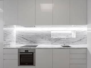Equilíbrio entre beleza e função: Cozinhas  por Padimat Design+Technic