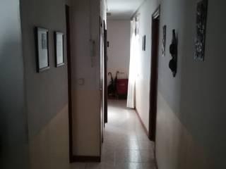 Reforma y decoración de piso de dos dormitorios en Madrid. :  de estilo  de Ponytec