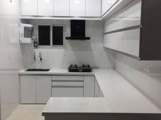 Mr Santosh   Praneeth Pranav Valley Villas Bachupally   3BHK:  Kitchen by Pramri Interiors