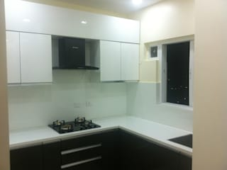 Mrs Amrita   Mantri celestia hyderabad   2 BHK:  Small kitchens by Pramri Interiors