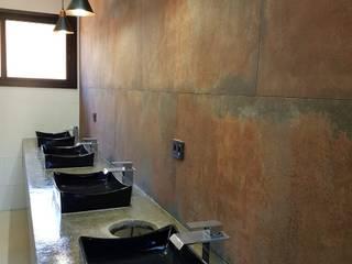 Banheiros rústicos por Barbara Oriani Arquiteta Rústico