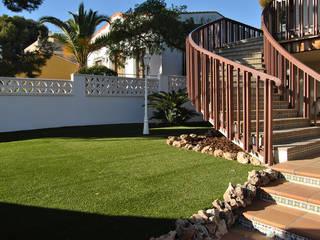 Jardines de estilo rústico de Albergrass césped tecnológico Rústico