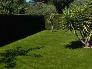 Jardines de estilo clásico de Albergrass césped tecnológico Clásico