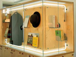 Erich Kästner Museum + Literaturhaus Villa Augustin | Innenraum Ruairí O'Brien. LICHTDESIGN. Geschäftsräume & Stores