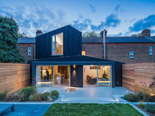 Black Ridge House من Neil Dusheiko Architects حداثي