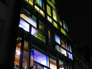 Hologrammfassade | Tages- und Kunstlicht Ruairí O'Brien. LICHTDESIGN. Moderne Häuser