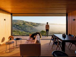 Modern Dining Room by Casas Green Planet Modern
