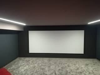 Projection Dreams / CUSTOM CINEMA 360 LDA Multimedia roomElectronic accessories MDF White