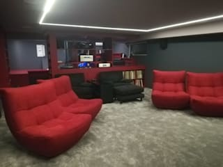 Projection Dreams / CUSTOM CINEMA 360 LDA أجهزة إلكترونية خشب Red