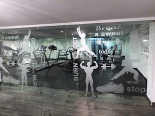 Projection Dreams / CUSTOM CINEMA 360 LDA Gimnasios de estilo moderno Goma Gris