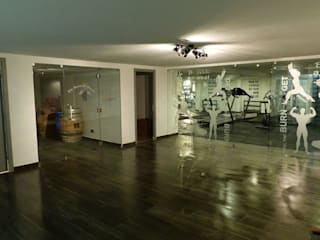 Projection Dreams / CUSTOM CINEMA 360 LDA Modern gym Tiles White