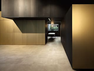 Modern Corridor, Hallway and Staircase by Ceramica Bardelli Modern