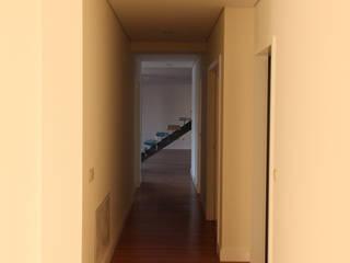 Modern Corridor, Hallway and Staircase by Melo & Filhos Carpintaria Modern