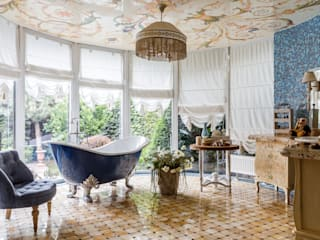 ванная с видом в сад : Ванные комнаты в . Автор – Студия дизайна Светланы Исаевой