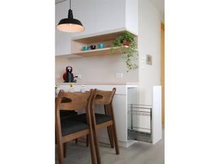 Scandinavian style dining room by 微自然室內裝修設計有限公司 Scandinavian