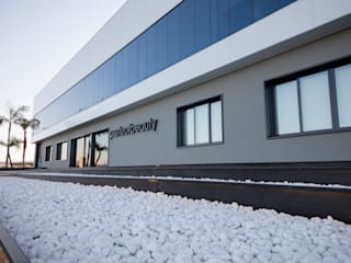 Oficinas Perfect Beauty JUANCHO GONZALEZ Edificios de oficinas de estilo industrial
