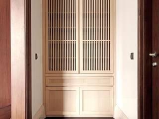 Lemari Pakaian:   by ARF interior