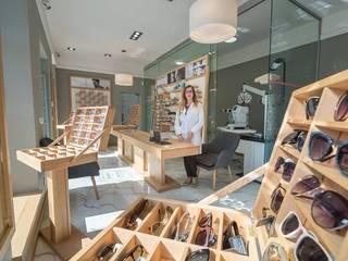 Разработка стиля ритейл-брэнда Офисы и магазины в стиле лофт от Studio architecture and design LAD.Студия архитектуры и дизайна ЛАД . Лофт