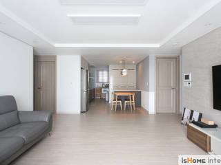 Salon minimaliste par 이즈홈 Minimaliste