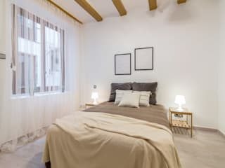 Home staging en un piso sin luz natural: Dormitorios de estilo  de Impuls Home Staging en Barcelona