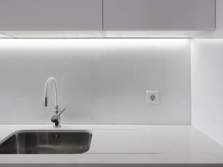 Cocinas de estilo minimalista de PortoHistórica Construções SA Minimalista