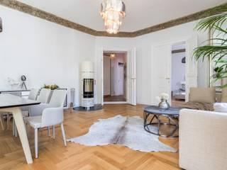 Berliner Altbauwohnung stilvoll eingerichtet:  Wohnzimmer von Stilschmiede - Berlin - Interior Design