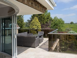 Glass Balustrades - Lindsey Russell Балкон и терраса в стиле модерн от Балконэт - Стеклянные Балюстрады Модерн