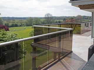 Glass Balustrades - Lindsey Russell: Террасы на крыше в . Автор – Балконэт - Стеклянные Балюстрады