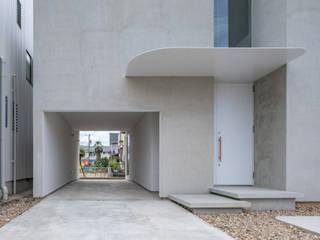 西改田の二世帯住宅 モダンデザインの ガレージ・物置 の 武藤圭太郎建築設計事務所 モダン