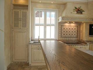 Villa Medici - Landhauskuechen aus Aschheim Built-in kitchens Wood Beige
