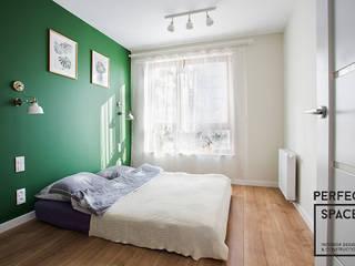 Warszawski eklektyzm: styl , w kategorii Sypialnia zaprojektowany przez Perfect Space