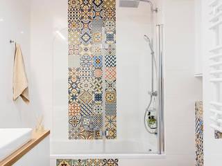 Warszawski eklektyzm: styl , w kategorii Łazienka zaprojektowany przez Perfect Space