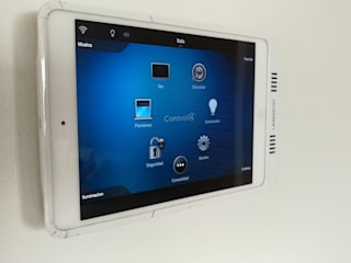 touch screen con el Ipad en la pared :  de estilo  por casa inteligente