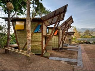 Arquitectura Sustentable : Casas ecológicas de estilo  por Constru-Acción